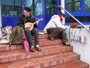 Am Bahnhof mit Mandoline 1